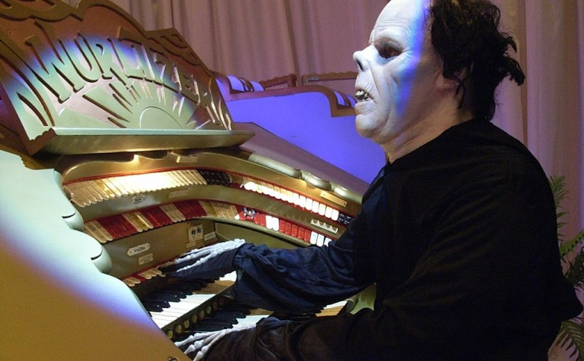 The Phantom warming up on the Wurtlizer!